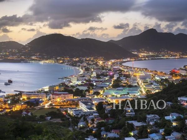 全球20个最佳海岛 15、荷属圣马丁St. Maarten 官方语言为荷兰文及英语,位于加勒比海上,与法属圣马丁岛(Saint-Martin)共享一座加勒比海岛。来到这里,与其入住大型连锁酒店,不如选择更丰富多样的精品旅馆吧!除了泡在海水里,你还可以到偏远的地区登山、享用路边的小吃。 海岛往往是度假的首选之地,宜人的风景,热情的阳光和清凉的海滩,能让人的身心得到彻底的放松,也是举办婚礼和度蜜月的好去处,CN Traveler 让读者选出全球20个最佳海岛,看看有没有你的旅行目的地吧!