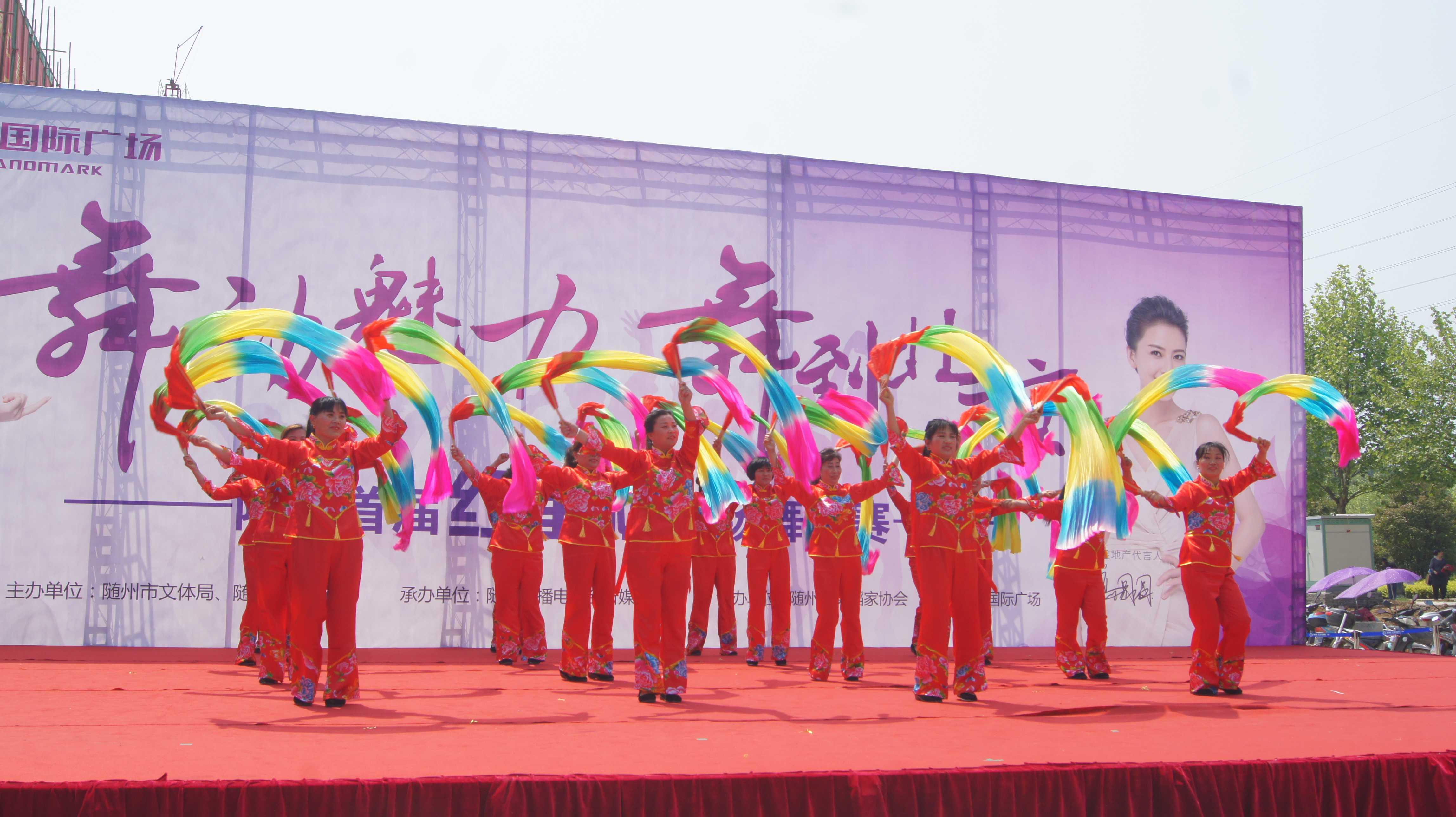 凤凰广场舞蹈队《张灯结彩》